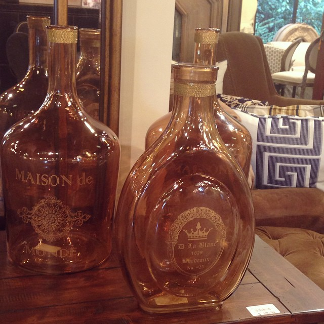 Happy Monday! These bottles are the perfect fall accessory. The amber glow is just too good. #pretty #fall #amber #tomball #laurieshomefurnishings